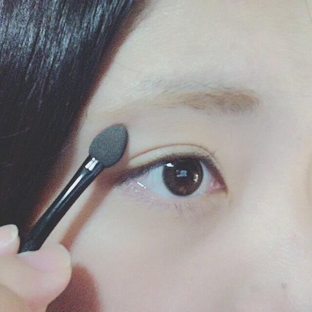 パウダーで眉毛を作っていきます。