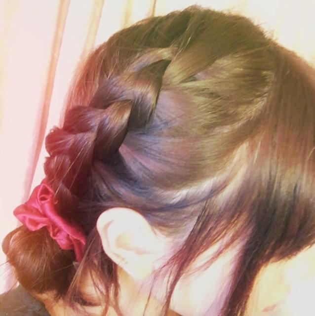 髪の毛は編み込みだけです。マスターすると手抜きなのに手抜きに見えなくなります。