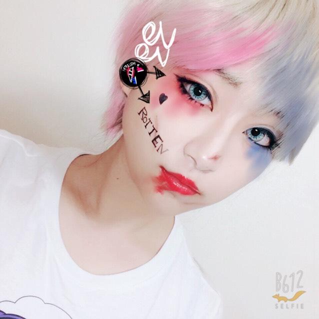ヘアチョークなどで髪を染めたら完成!! アイシャドウはアプリとか使って彩度調整すると綺麗に撮れるかと思います。
