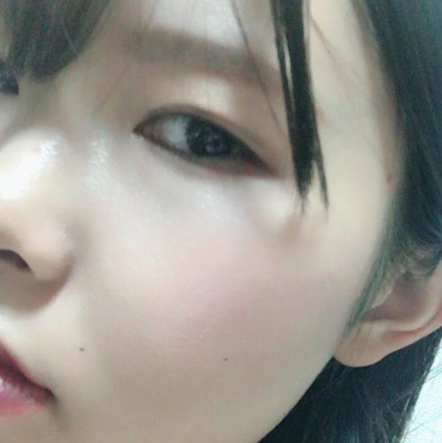 クッションファンデを使いムラなくツヤ感を意識して肌を作ります お粉はしてません 平行めの太め意識で眉毛をふんわり描きます