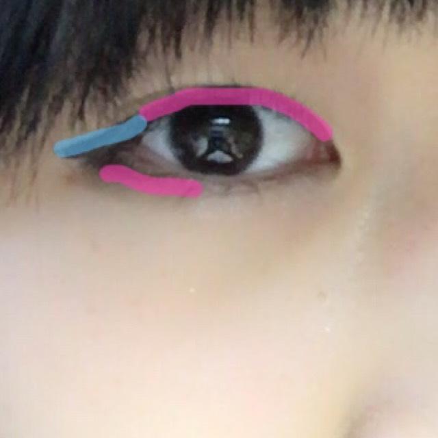 ピンクがペンシルライナー、青がリキッドです