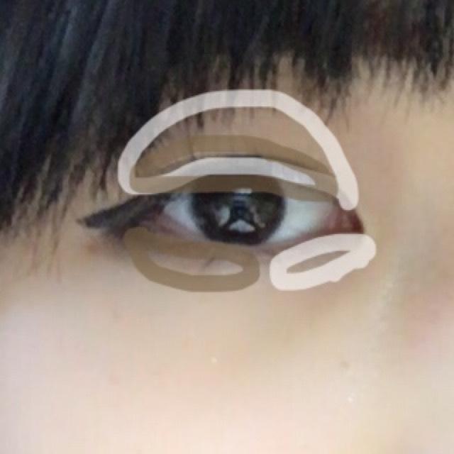 忘れてた(*_*) アイホールと涙袋目頭側に白シャドウ、二重幅と涙袋目尻側にブラウンシャドウいれます