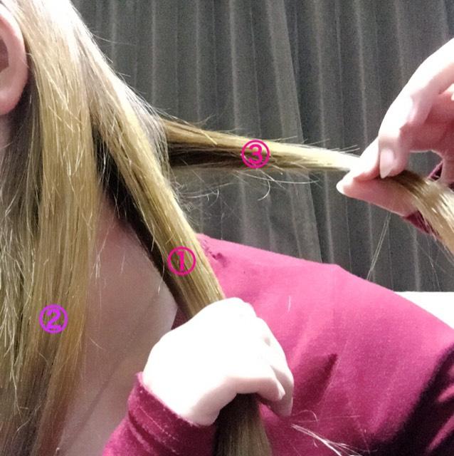 ①の外側から少し髪を取ります!←③