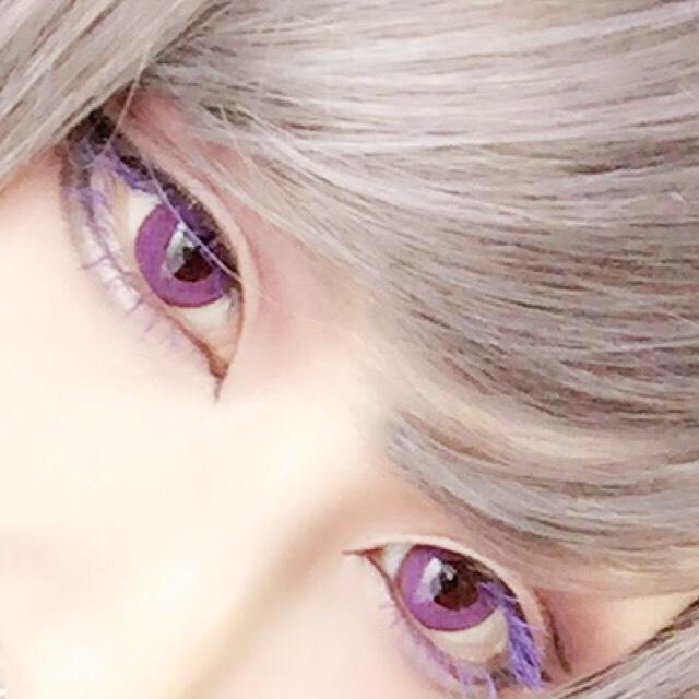 メイク方法は普段とほとんど一緒で、マスカラを紫にしてみました✨ワインレッドと一緒にパープルを混ぜるとよりダークなメイクに✨