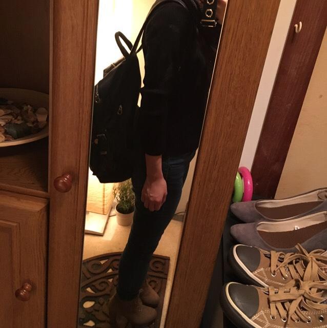 コーデは ブーツ Forever21 パンツ GU トップス スピンズ リュック 109に入っているお店のどこか スヌード 自宅近くの服屋