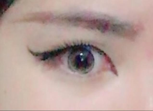 眉毛は、眉ペンで長めに描きます。 切開ラインで目を内側にも大きくしたので、眉毛の内側も少し伸ばします。