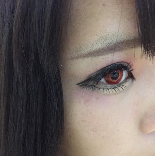 眉毛を書きます。眉尻側はリキッド、眉頭側はパウダーで書いてます
