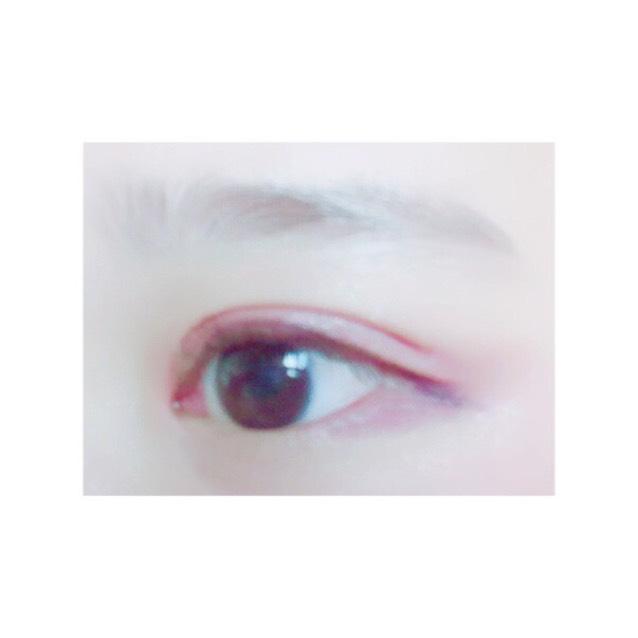 私の裸眼はこんな感じです。 瞳の色は暗めの方です!