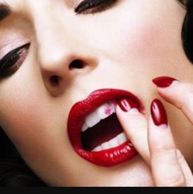 歯に口紅がつかないようにする方法のBefore画像