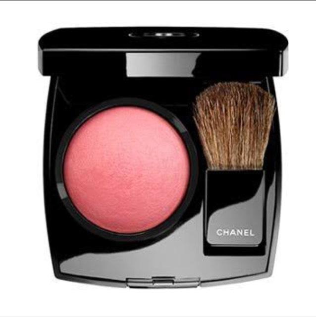 シャネルジュコントラスト華やかなピンクパウダーチークス この色は大人気で私も大好きです。質感も良くて落ちにくいので大好きです