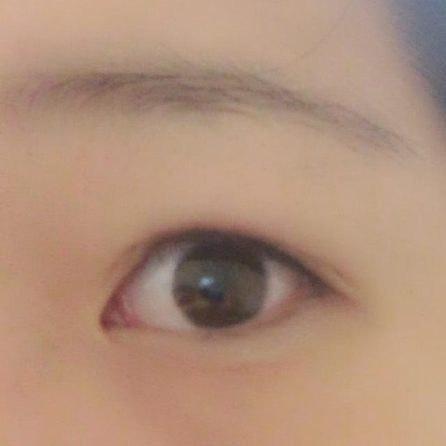 眉毛は書くとバレやすいので、透明マスカラで形を整えるだけ