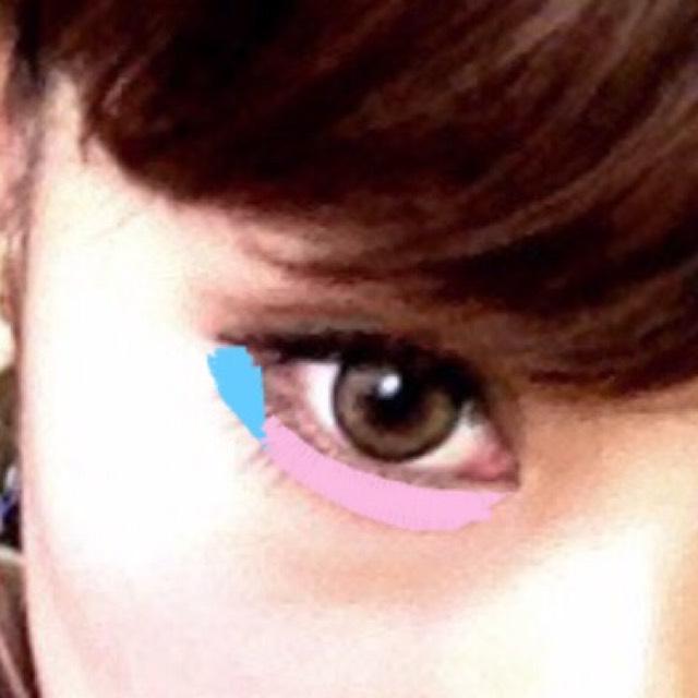 涙袋ラインはピンクの部分に➀、水色の部分に➃のブラウンを入れて目に立体感を出します。