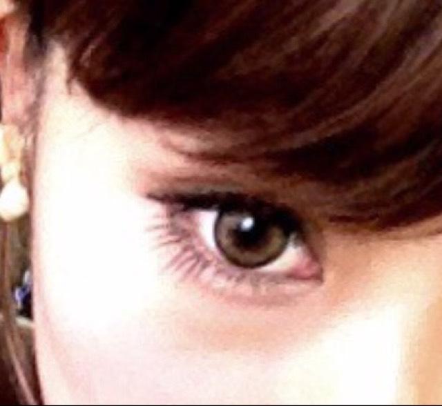 目尻だけつけることでナチュラルに目を大きく見せることが出来ます(^_^) アイラインは下げ目に5mmほど長く書きます!
