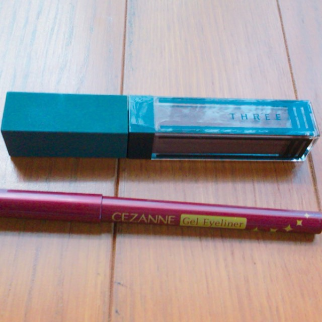 この2つを使用しました。 セザンヌのジェルライナーはアイラインとしても使ってます。