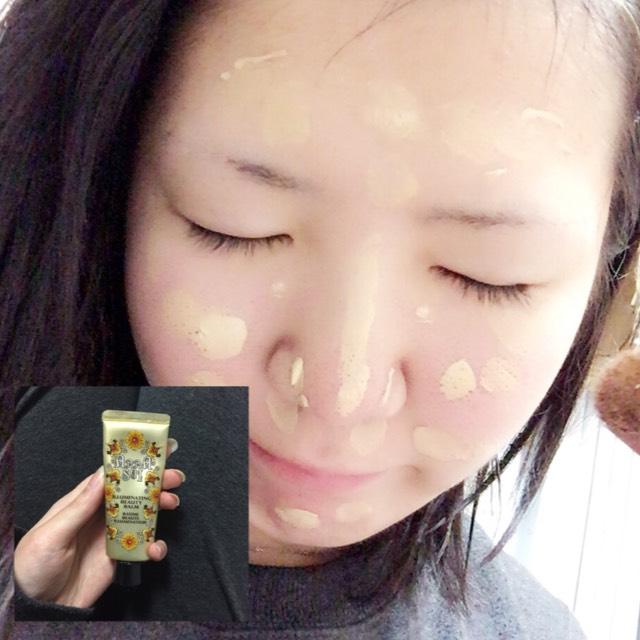 化粧水でお肌を整えた後に、まずはアナスイのBBクリームを塗ります
