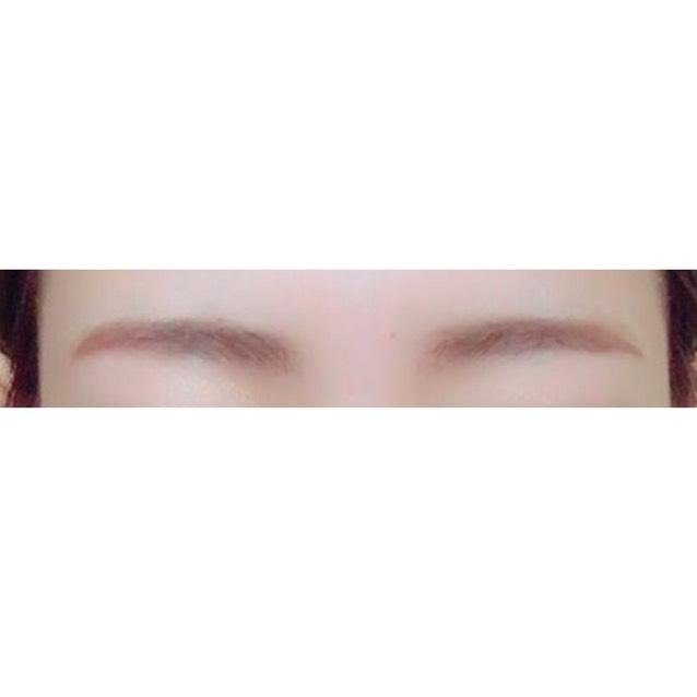 眉毛は並行で少し太めに パウダーでふわふわ感を出します