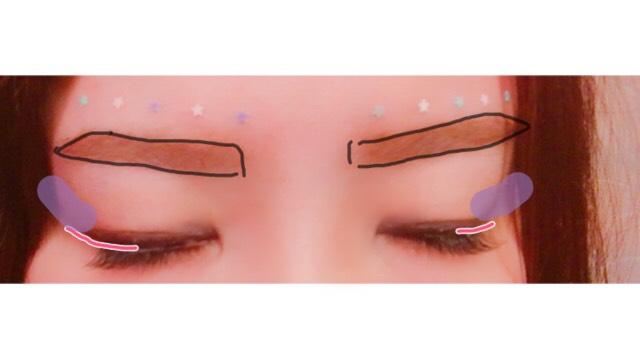 KATEのアイライナーで黒目上ぐらいからスッと流すようにラインを引く。②のアクアブルーっぽいアイシャドウを二重にする範囲に塗ります。そのあとABをはりその下にうるプチを塗ります。メーカー不明のアイブローパウダーをアイラインの上から紫の線と同じように塗ります。 眉毛は凛々しく濃いめで。