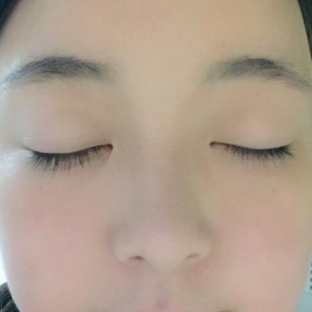 写真なので少しわかりにくいですが このおかげで鼻がスッと高く見えますよ(^^)