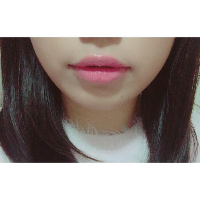 唇はピンクのグロスを塗りました