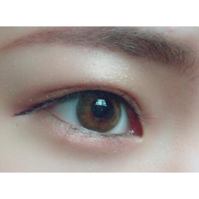 アイラインは横顔を綺麗に見せるために 長めに目の形に剃って引きます ダークブラウンがオススメです◎