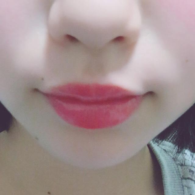 リップは血色感たっぷりのレッドのうるうる唇にします。