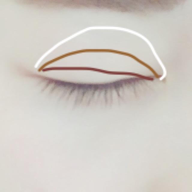 アイメイクはナチュラルなカラーでくすみを飛ばしプリンセスらしい上品な目元に仕上げます。