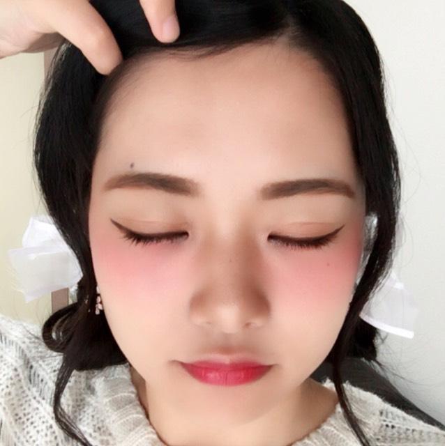 顔全体にCCクリームを塗ります。
