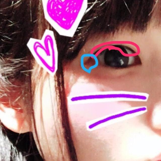 写真のように目のキワを黒で細く、延長ラインを茶色でアイラインを引きます。 私は目尻を垂れさせるのが好きです✨