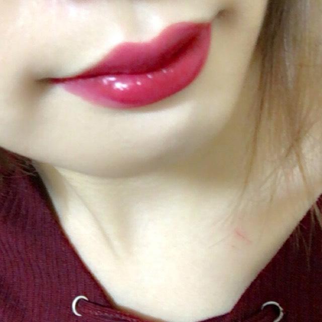 コンシーラーなどで唇の色を消してからボルドーのリップを塗って完成です!