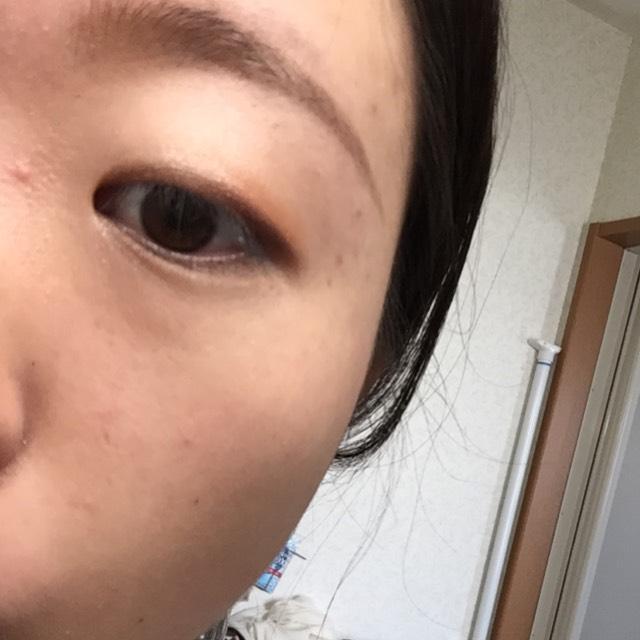 3締めの茶色は目を開けた時に1、2ミリくらいはみ出るくらいに塗る。