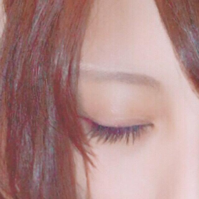 眉はペンシルで眉尻を書いた後、KATEのアイブロウパウダーを全体に...キャンドゥの眉マスカラを眉全体に塗ります。