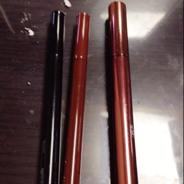 次にアイライナー! 左二つはキャンメイクです。安くて使いやすいのでオススメです。 そしてラブライナーこれは少し高いですが書きやすさは素晴らしいです!