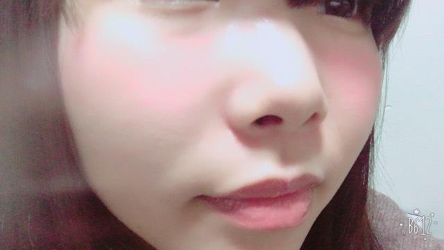マジョマジョのヌードメークジェルを顔全体に塗ります