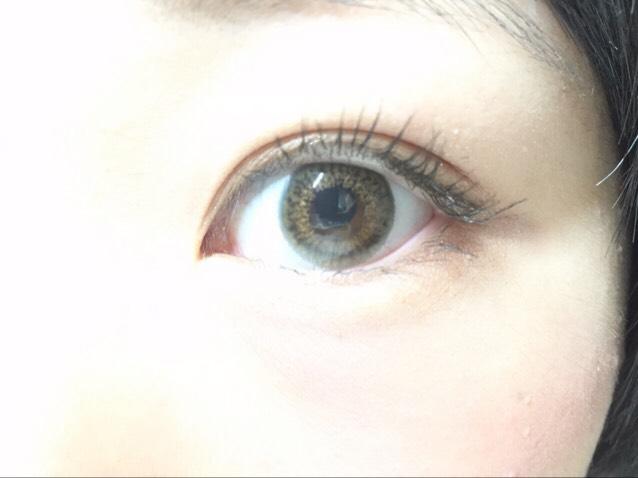 正面から見たカラコン 裸眼黒色強めですが、、  発色◎ 透き通り◎