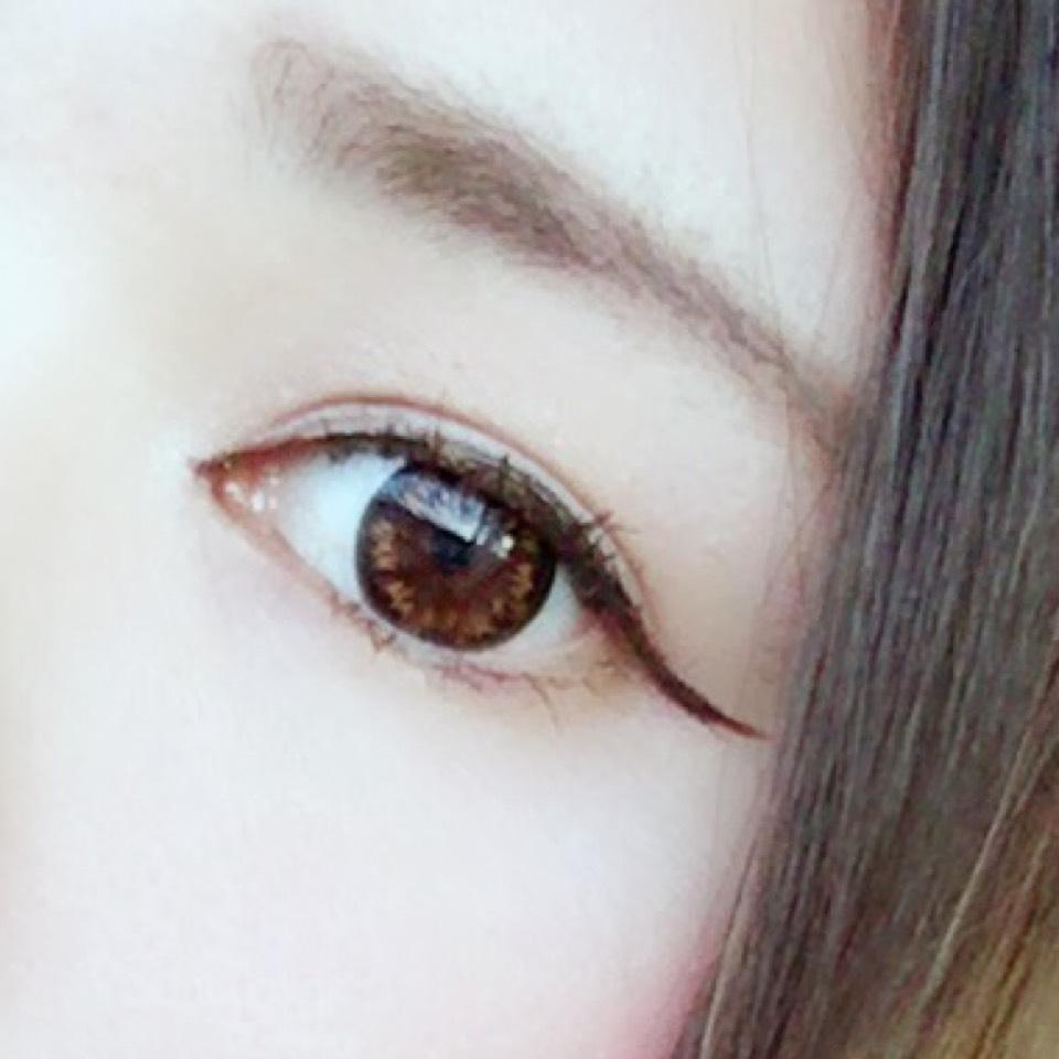 ③眉毛はKATEのデザイニングアイブロウの一番薄い色と真ん中の色を混ぜて毛並みに沿ってふんわりのせました。