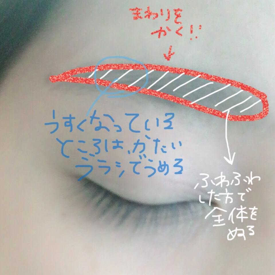 ♡ 眉毛は基本平行です 描き方は周りを薄めに ペンシルで描いて パウダーブラシで全体を塗っていきます。 眉毛の薄い部分は均等にするため硬いブラシの方で埋めていきます。 最後に上からアイブロウマスカラをのせていきます