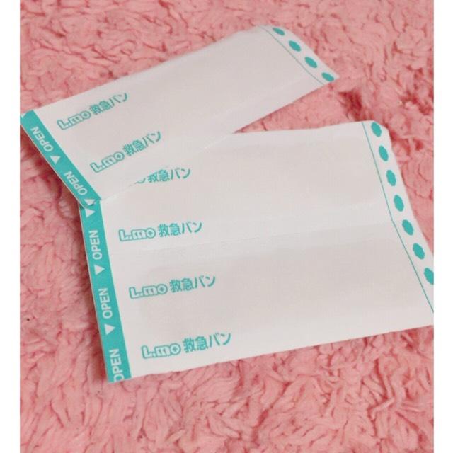 二重幅を広げるために使っていたのがこの絆創膏です♡ ドラッグストアなどで100枚入りで198円くらいで買えると思います♡