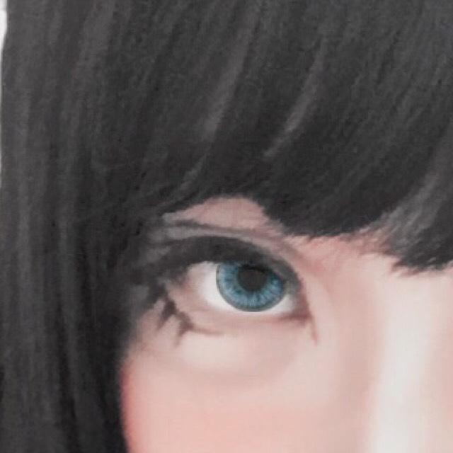 切開ライン、ダブルライン、下まつげを描きます。 黒リキッドシャドウを細い筆にとって描いています。 描きやすいのでおすすめです。 器用な人はアイライナーでも良いと思います