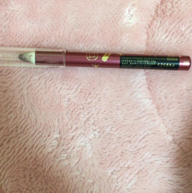 マジョリカマジョルカのジュエリングペンシルRD505 700円をメインにアイメイク ほんとはアイラインだけどアイシャドウとして使いました。