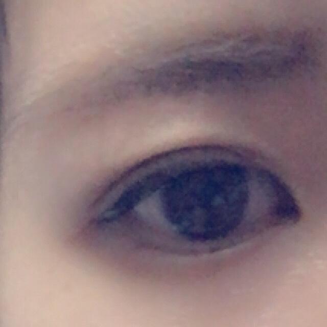 ②の後、目頭と目尻を2回ほどアイプチで補強しました。 ②と③は同じフィルタ加工です(・ω・`)  ←軽く目を開けた状態