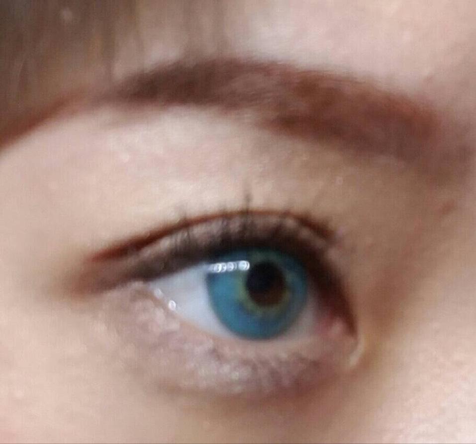 忘れてました眉毛。 ランコムクレヨンスーシの一番明るい色で眉尻を書き足し、全体はピンクブラウンのパウダーで馴染ませます 眉毛脱色しているので眉マスカラは塗りません カラコンはティアモのラリーマです