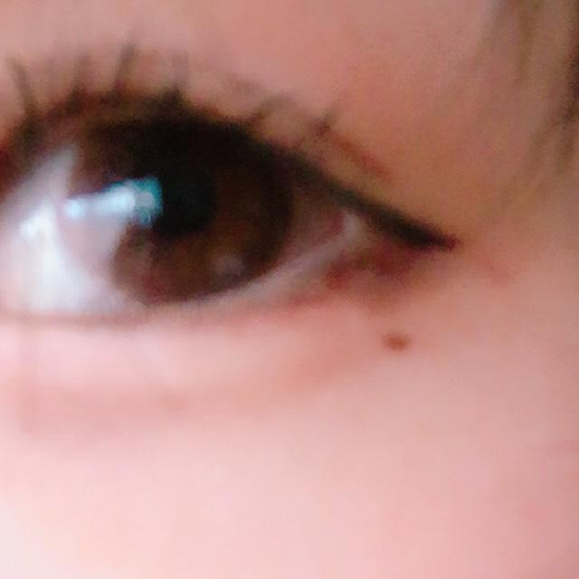 ビューラーで睫毛を上げたらアイライナーでアイラインをかきます。 目の形にそってそのままいく感じです(?)