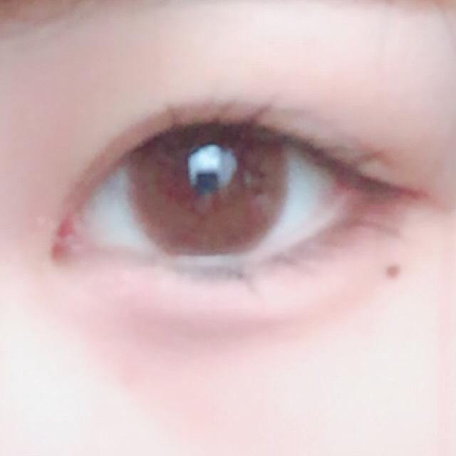 最初に1を瞼全体にのせます。次にその上に2の色をまた全体に塗っていきます。 涙袋に3の色を乗せて目尻に4を塗ります。5で涙袋の影を書きます。 6で濃くかきすぎた影をぼかします そしたらアイプチをします