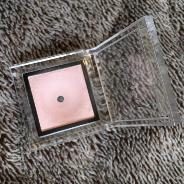ADDICTION ザ アイシャドウ シアードレス 036 プライマー塗った後に必ず塗るシャドウです。ピンク色ですがピンクに発色しません。まぶたの色味を均一にし、くすみ飛ばしの意味で上下まぶた全体にのせています。ADDICTIONのアイシャドウは粉質も柔らかく発色もいいものが多いのでとっても気に入っています。