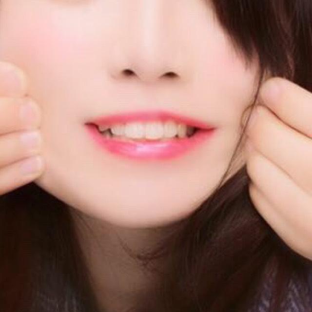 ①カサカサな唇に 私はワセリンをリップ代わりにしていたら皮が剥けてた唇が、だいぶ治りました