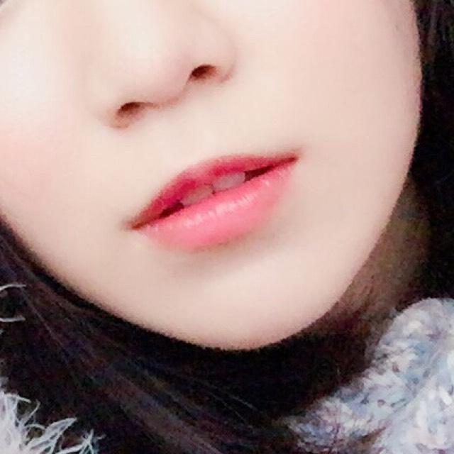 ②口紅を塗った後にコーティング 口紅を塗った後に薄くワセリンを塗ると色落ち防止になります