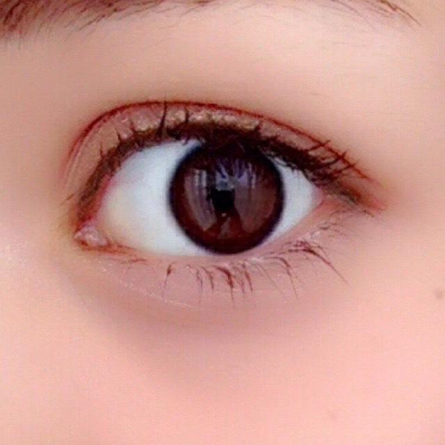 インラインを、目頭から目尻まで引きます。  少しタレ目気味に引きます。  マスカラはブラウンを1度だけ塗りました。