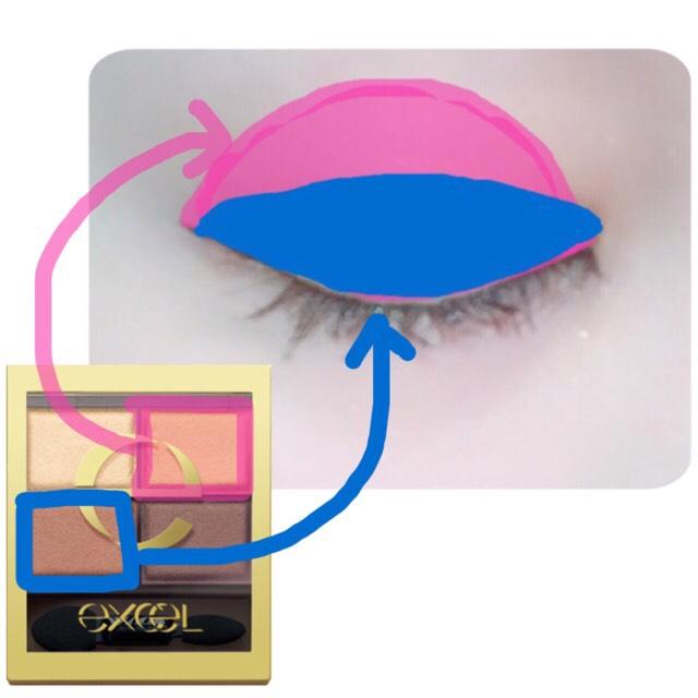 アイシャドウはExcelのSR05 ウォームブラウンを使いました! 目を閉じても自然になるようにナチュラルな色を重ねます