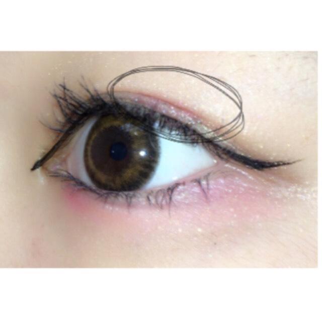 最後に指で瞼の上にぽんぽんっとピンクのシャドウを塗ります⸜( ⌓̈ )⸝❤︎