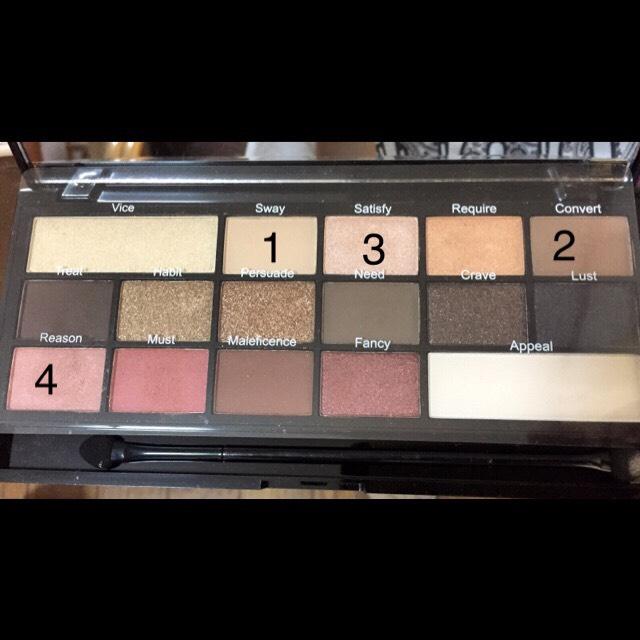 パレットはこれを使ってアイメイクします!  make up revolution i love make up i love chocolateのパレット使用